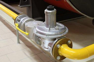 Gas pipe and segment gate