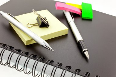 Organizer, post-its, pen, pencil and st
