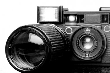 Film camera and zoom lens