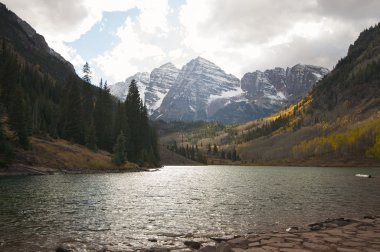 Maroon Bells and Maroon Lake in Aspen Colorado