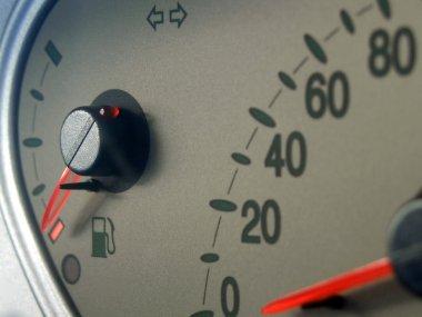 Fuel gauge, angled