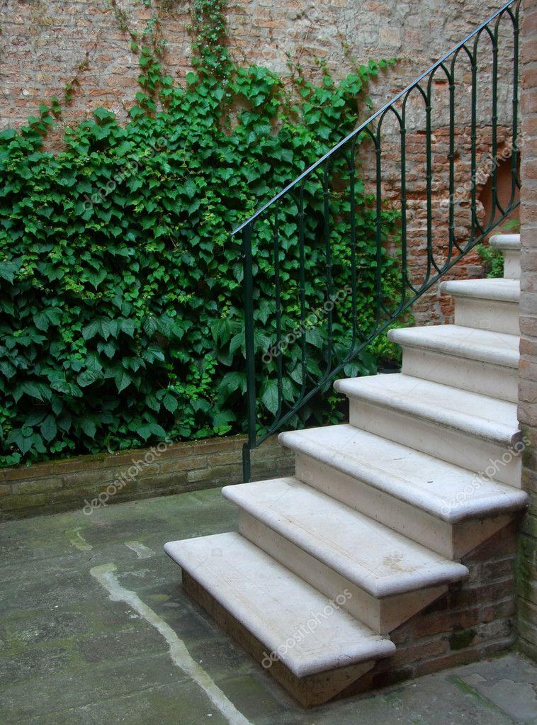 Escaleras exteriores fotos de stock msavoia 2475331 for Escaleras exteriores