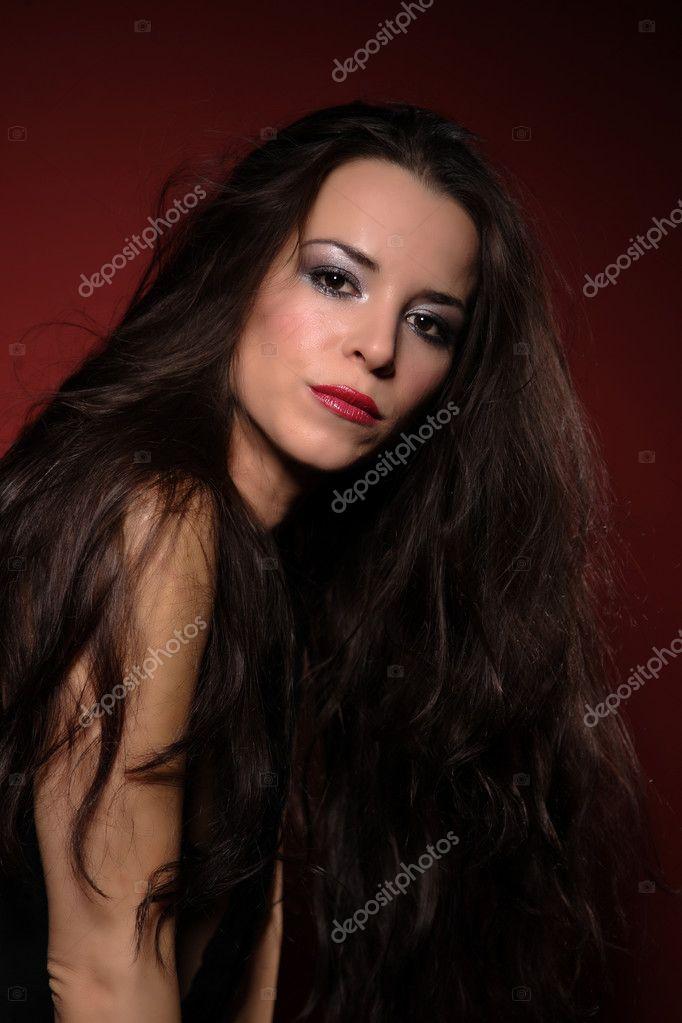 Красивая брюнетка в сексуальном коротком платье фото, порно онлайн большая глотка
