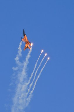 F16 dropping some flares