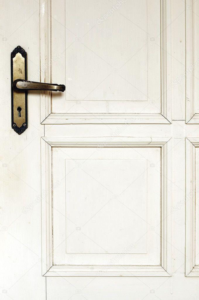 Tür detail  Alte rustikale weiße Tür-detail — Stockfoto © Fairybloom #2423764