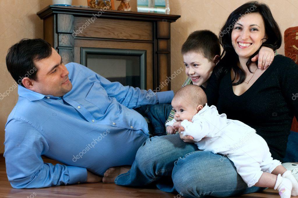 Сестра с братом и мать сыном
