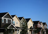 Multi-barevné řady domů