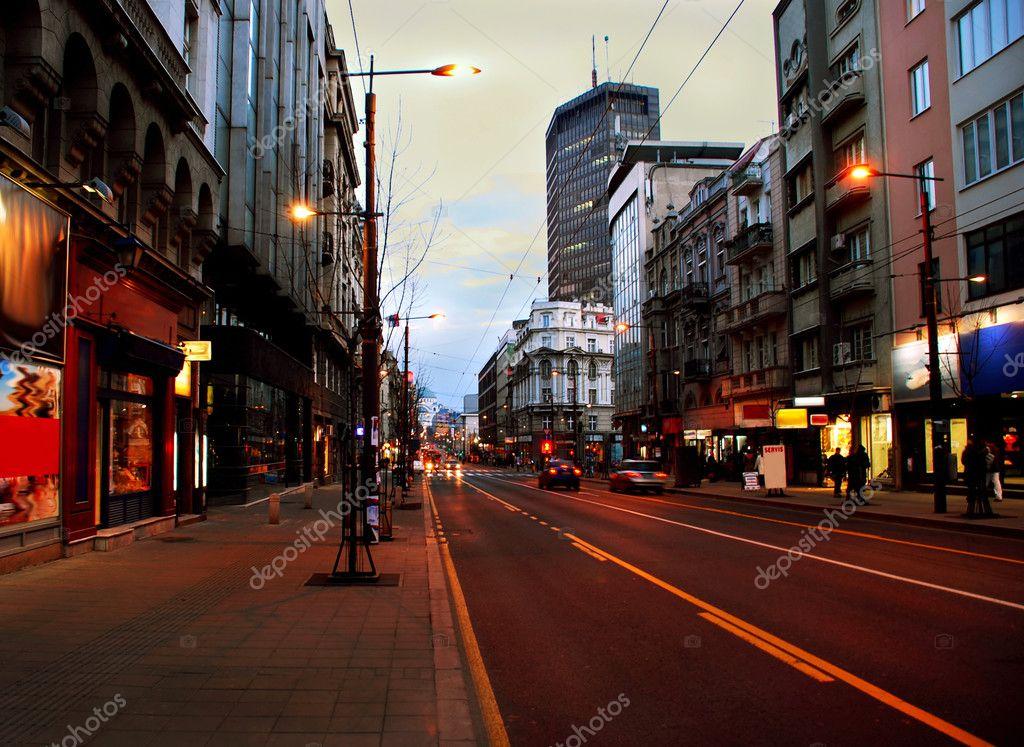 Βράδυ Βελιγράδι αστικό τοπίο — Φωτογραφία Αρχείου