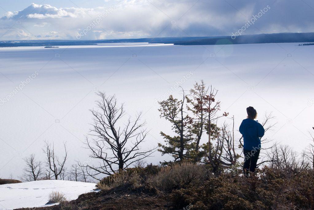 Фотообои Озеро Йеллоустоун весной