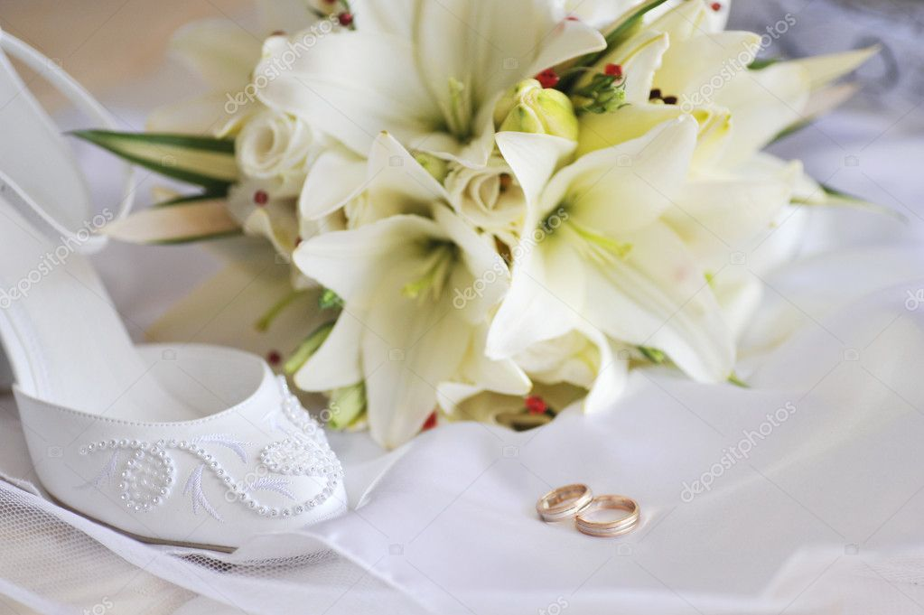 Different bride accessories on the bed