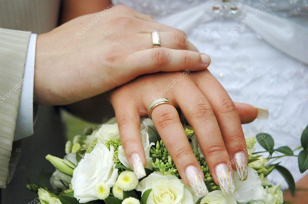 Картинки две руки с обручальными кольцами, день