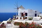 Fotografie větrný mlýn na ostrově santorini, Řecko