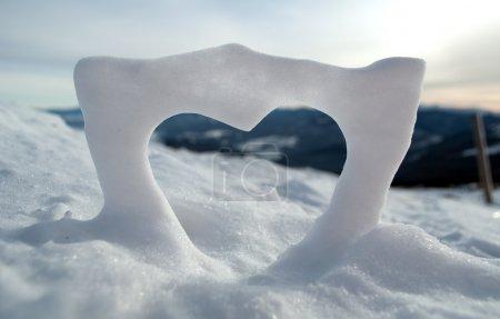 Photo pour L'amour de la neige en montagne - image libre de droit