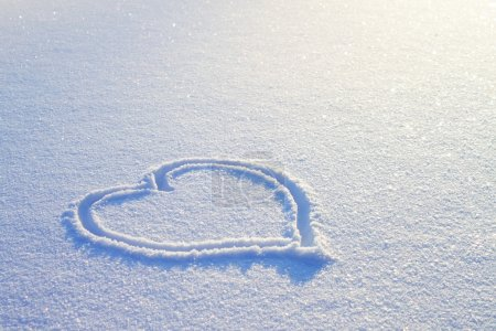 Photo pour Coeur sur la neige - image libre de droit