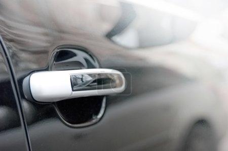 Photo pour Une limousine arrive à destination - image libre de droit