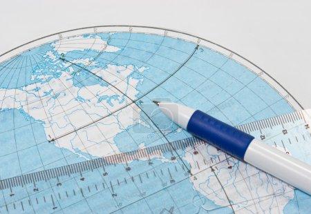 Photo pour Carte de contour géographique et règle - image libre de droit