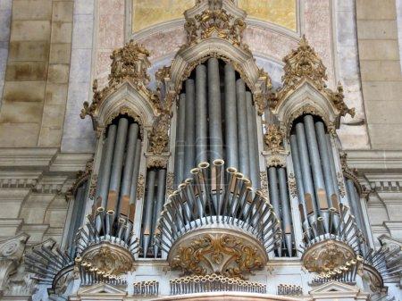 Photo pour Grand orgue dans la vieille église, braga, portugal - image libre de droit