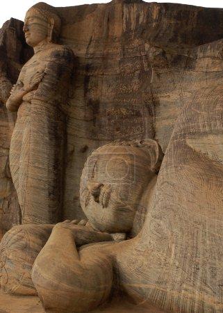 Bouddha couché et principal disciple