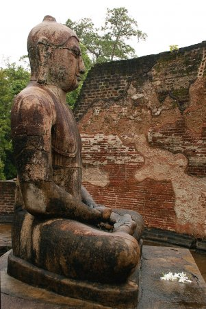 statue de Bouddha assis en temp vatadage
