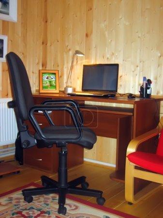 Photo pour Lieu de travail dans une ferme en bois - image libre de droit