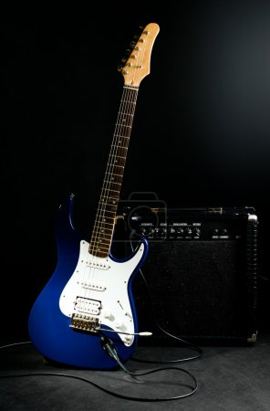 Electric guitar and combo amplifier