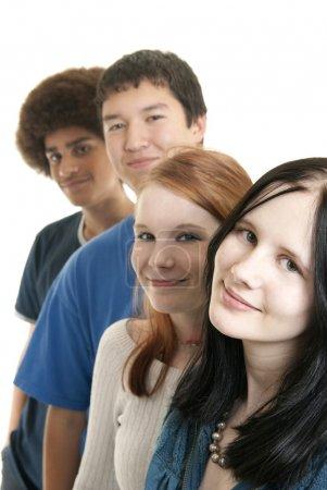 Photo pour Quatre adolescents d'origines ethniques différentes souriant - image libre de droit