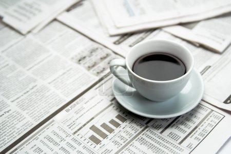 Photo pour Café au Journal bouchent - image libre de droit