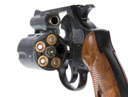 Photo pour Revolver avec balles, isolé - image libre de droit