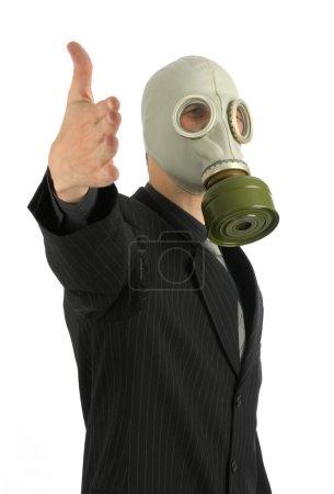 Photo pour Homme d'affaires avec un masque à gaz - image libre de droit