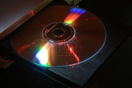 Photo pour Disque compact sur cd plateau inséré extrémité éjectée - image libre de droit