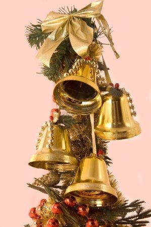 Photo pour Décoration de Noël sur un fond rose - image libre de droit