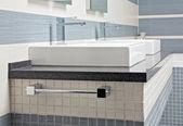 stand de lavage moderne avec mosaïque