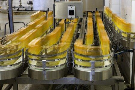 Photo pour Production vin, de jus et de boissons, usine usine - image libre de droit