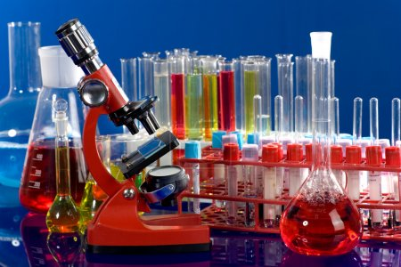 Laboratory ware and microscope