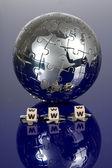 Puzzle Globus na modrém pozadí