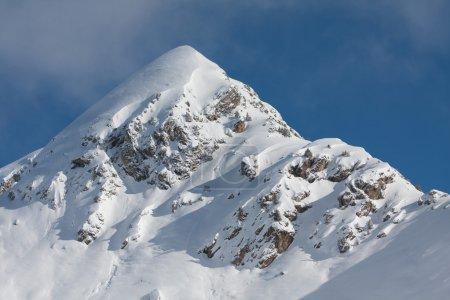 Photo pour Pic de montagne enneigé. Alpes européennes - image libre de droit