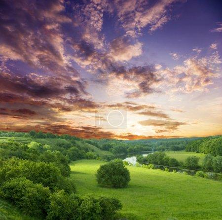 Photo pour Paysage - meadow, ciel et rivière - image libre de droit