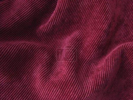 Photo pour Fond en velours grunge plié rouge profond - image libre de droit
