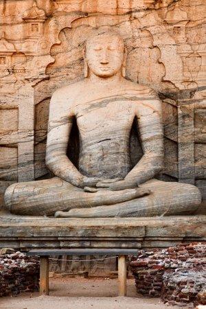 anciens assis Bouddha