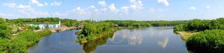 Photo pour La vue panoramique avec la rivière desna près de la ville de Tchernihiv, ukraine - image libre de droit