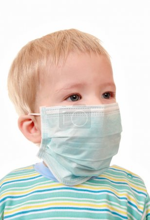2 years kid in a medical mask