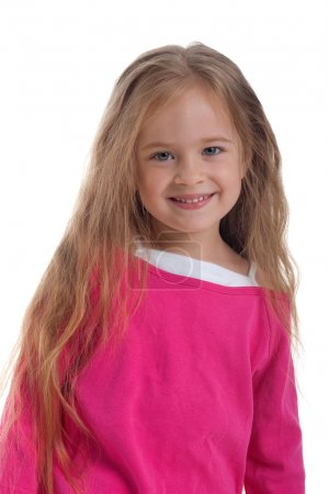 Photo pour Petite fille mignonne aux cheveux longs sur fond blanc gros plan - image libre de droit