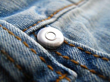 Photo pour Fragment classique jeans façonné avec rivet - image libre de droit