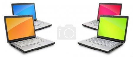 Photo pour Ouvrir les ordinateurs portables, montrant le clavier et l'écran isolé sur fond blanc - image libre de droit
