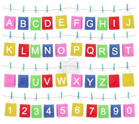 Photo pour L'alphabet sur les sacs à main de couleur différente - image libre de droit