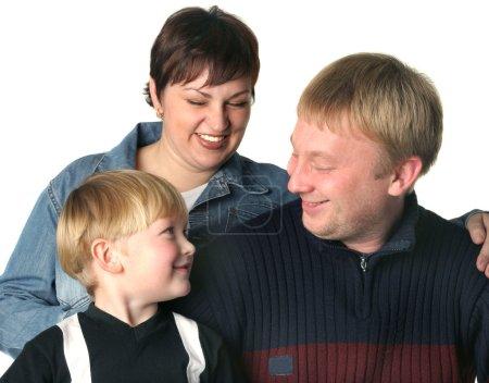 Photo pour Une famille amicale. Maman le papa et le fils . - image libre de droit
