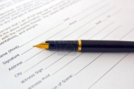 Photo pour Document légal pour la vente de biens immobiliers - image libre de droit
