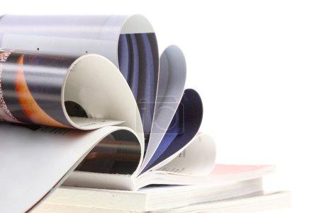 Photo pour Revue illustrée couleur. fond blanc. isolé. - image libre de droit