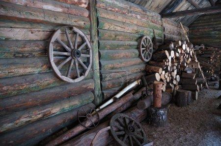 Patio de la granja tradicional rusa