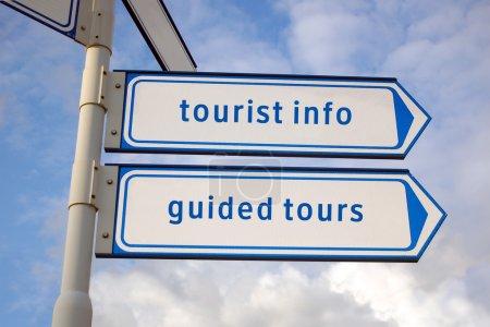 Photo pour Informations touristiques, visites guidées signes bleus - image libre de droit